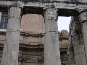 Visigothic damage to the columns of the Temple of Antoninus and Faustina, now the Church of San Lorenzo.